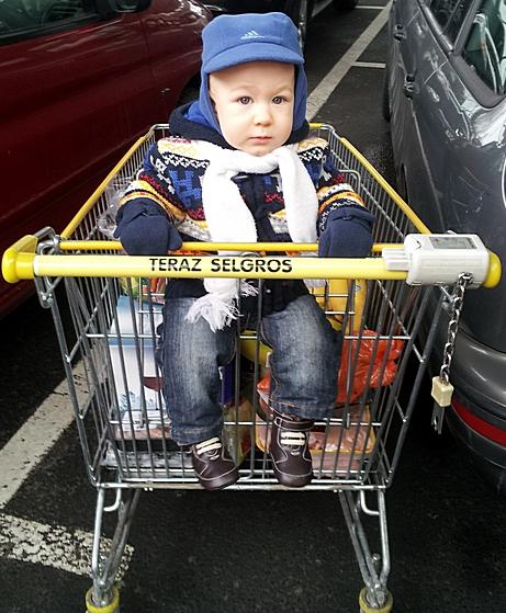 Z małym dzieckiem do supermarketu – mini-poradnik
