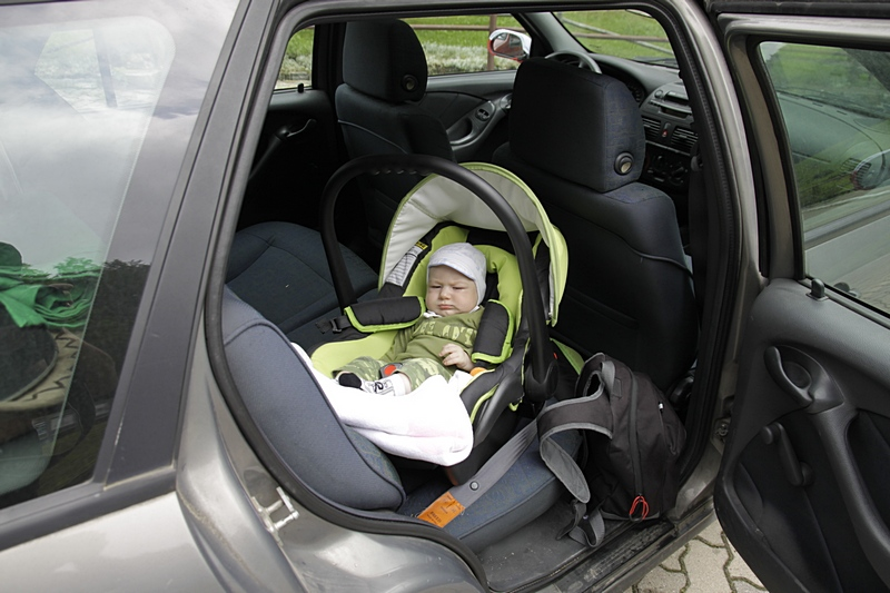 Dziecko w samochodzie, cz. I – Fotelik samochodowy.